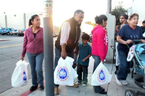 Boyle Heights families get help this Thanksgiving holiday