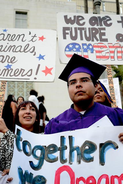 Camino a la universidad: nuevas oportunidades para estudiantes universitarios indocumentados en el 2013