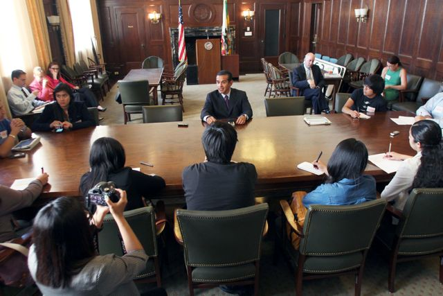 L.A. Mayor Antonio Villaraigosa sits down with Boyle Heights Beat youth reporters