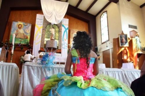 Quinceañeras: Un paso costoso de niña a mujer