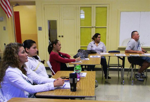 Comienza la serie de talleres para padres sobre la universidad, 'Parent College', en la Escuela Secundaria Hollenbeck