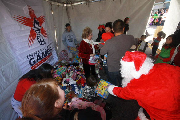 Miracle on First Street spreads Christmas cheer