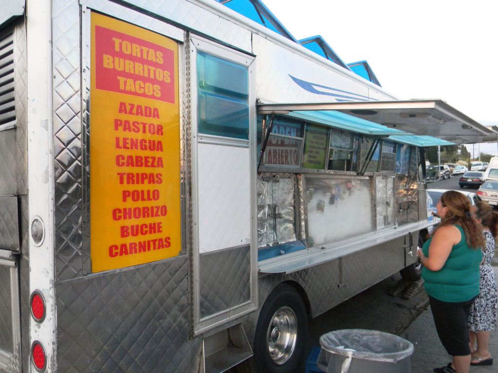 Customers place their orders at Gisela and Rafael Sánchez's food truck. /Photo by Juan Gutiérrez