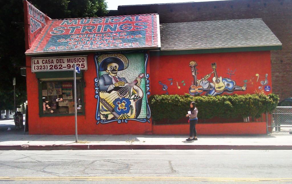 Los característicos murales que adornan La Casa del Músico. /Photo by Melissa Runnels