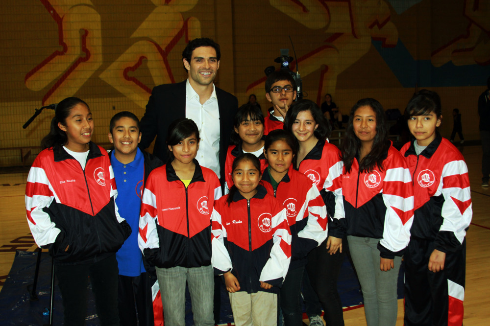 NFL Quarterback Mark Sanchez Donates $10,000 to Hollenbeck Youth Center