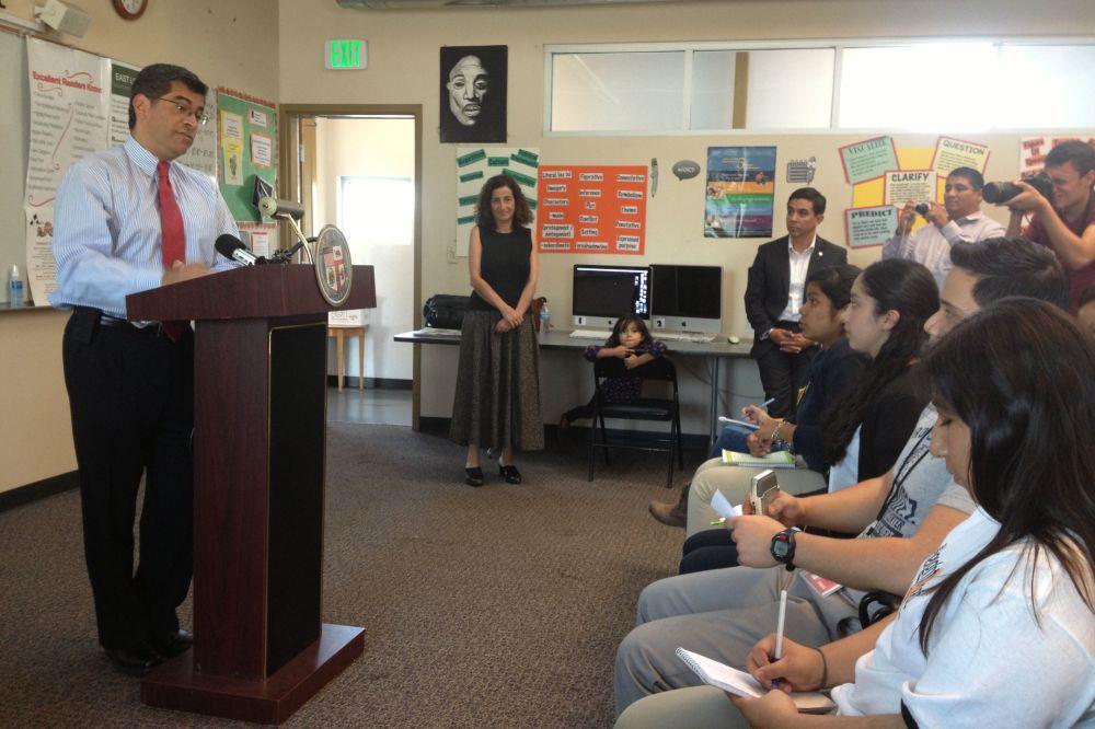 Boyle Heights Beat youth reporters interview Congressman Xavier Becerra [VIDEO]