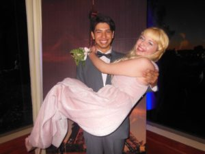 Maggie Vera y Daniel Valenzuela en el baile de graduacion de Mendez Learning Center 2013. Foto cortesia de Juan Fuentes.