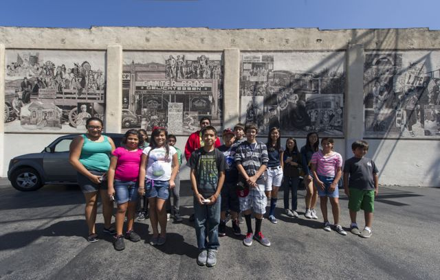 After youth from Ramona Gardens visited the original location of the famed Canter's restaurant on Cesar Chavez Ave., they stopped by the existing one on Fairfax Ave. /Photo by Eddie Ruvalcaba