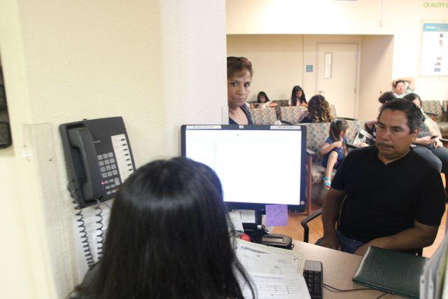 """""""Obamacare"""" trae esperanza de cobertura médica a Boyle Heights"""