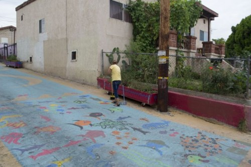 Reclaiming the alleys in Boyle Heights: A community effort converts blighted areas into play zones [VIDEO]