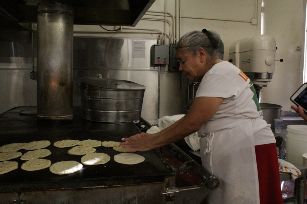 Holiday tamales, tortillas, carnitas draw big crowds at Los 5 Puntos