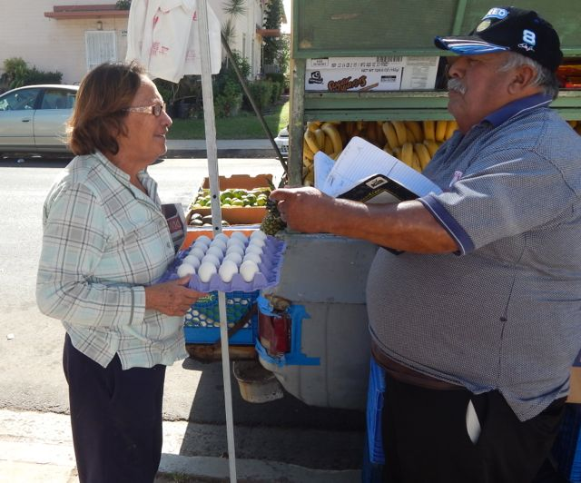 Ramona Gardens' residents benefit from 'fruteros'