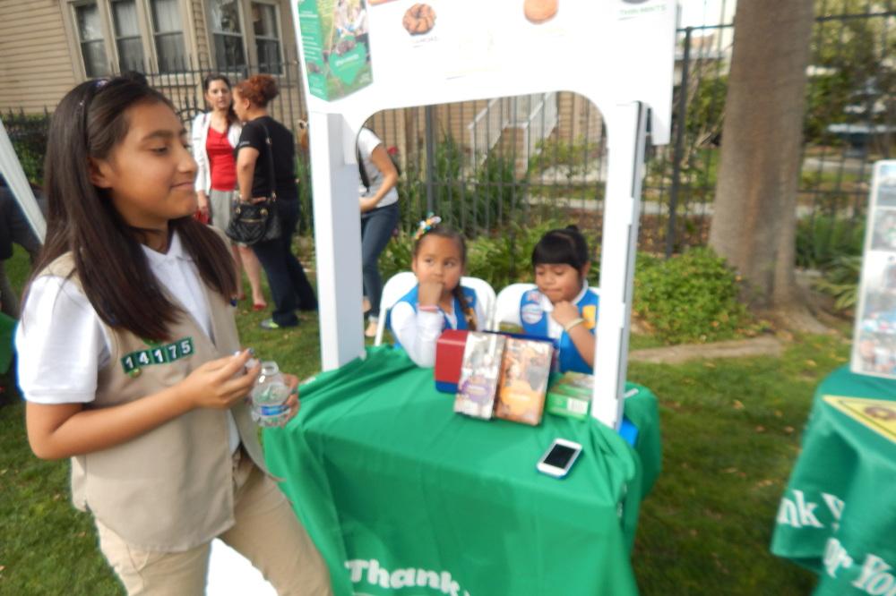 Las Girl Scouts de Ramona Gardens aprenden el valor de servir a su comunidad