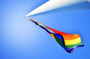 La comunidad LGBT se reúne con amigos y familiares para dialogar e intercambiar ideas en Boyle Heights