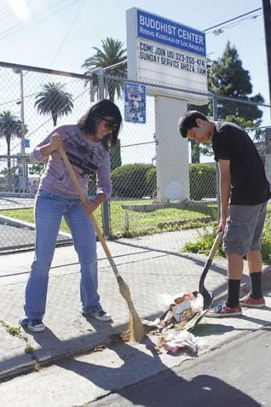 Los residentes de Boyle Heights continúan con sus campañas para limpiar las calles