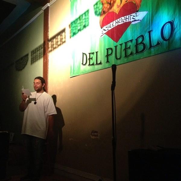 Microfono abierto en Flores de Fuego. Foto de evelyn Martinez.