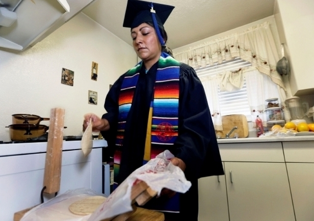 Latina student pays her career selling tortillas