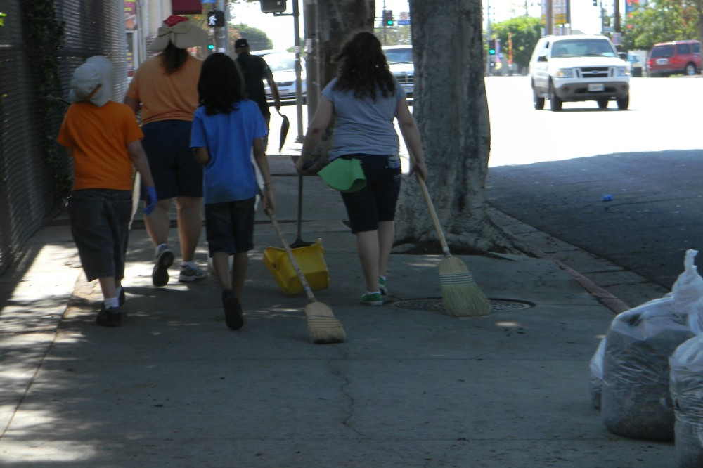 Boyle Heights residents mobilize to clean up streets