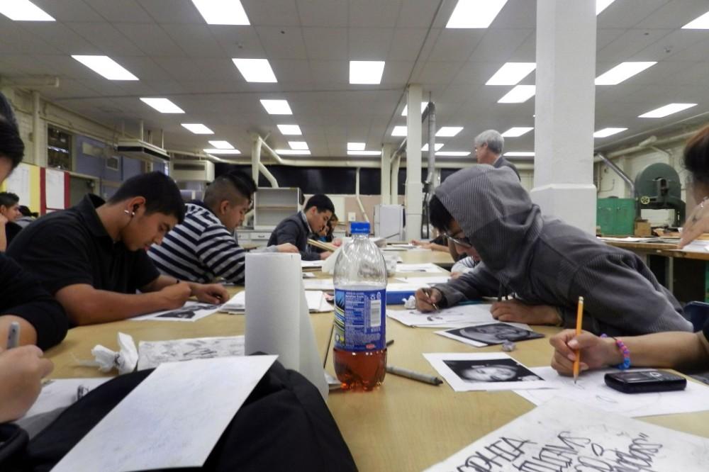 Artículo de opinión: las medidas disciplinarias más estrictas hacia estudiantes negros y latinos generan temor en vez del éxito