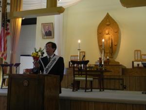 Rev. Kiyohiko Yoshizawa speaking to members of the Rissho Kosei-Kai Temple. Photo by Dulce Morales.