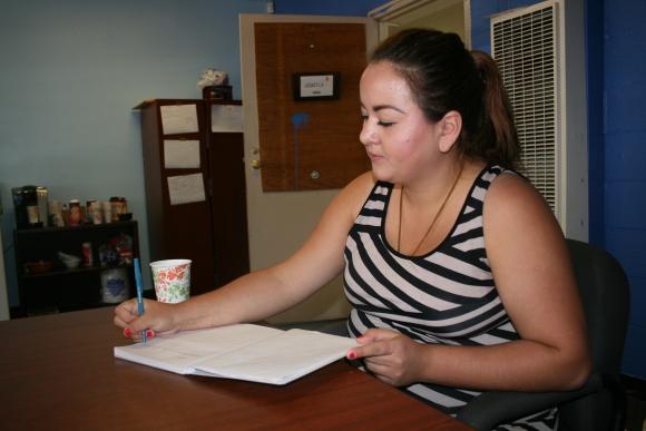 Por parter del program Public Allies, Lucy Herrera forma parte del equipo de Legacy LA. Photo de Antonio Mejias-Rentas.