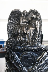 Un ángel de paz se acerca a Boyle Heights: La escultora Lin Evola lo llama un rayo de esperanza