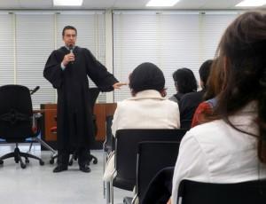 Imparten justicia en su comunidad: Jueces del Tribunal de Adolescentes de la escuela Roosevelt regresan para servir a los suyos