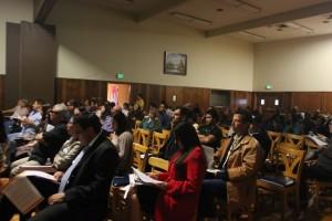 En reunión de la comunidad se habla acerca de las conclusiones de estudios sobre delitos y muertes asociadas con el alcohol