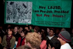 Opinión: La estrategia estilo policial de LA como control de la asistencia escolar no está funcionando