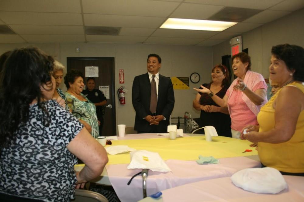 Councilman Huizar visits Ramona Gardens seniors, makes promise on mural restoration
