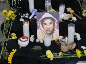 Cientos de personas reclaman justicia para Trayvon Martin en Boyle Heights