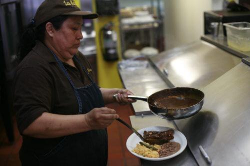 Mole: de Puebla a Boyle Heights