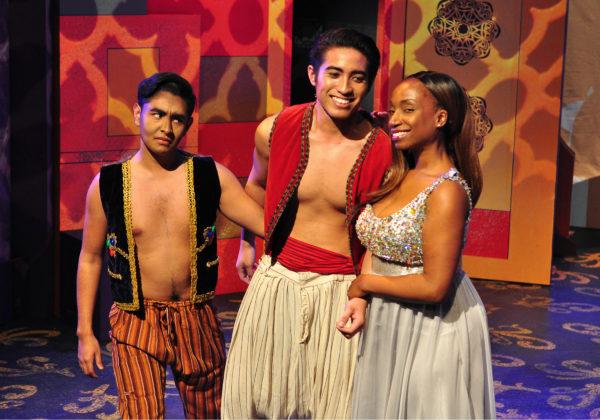 Bilingual version of 'Aladdin' premieres at Casa 0101