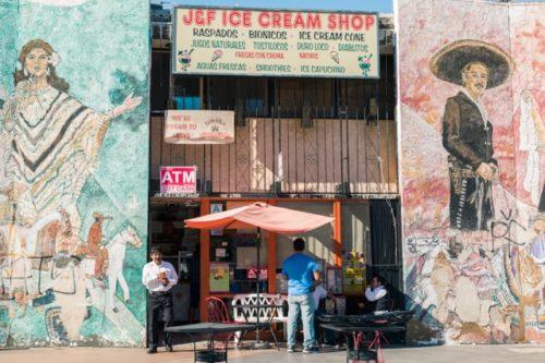 Las pequeñas empresas de Boyle Heights luchan unidas por su permanencia